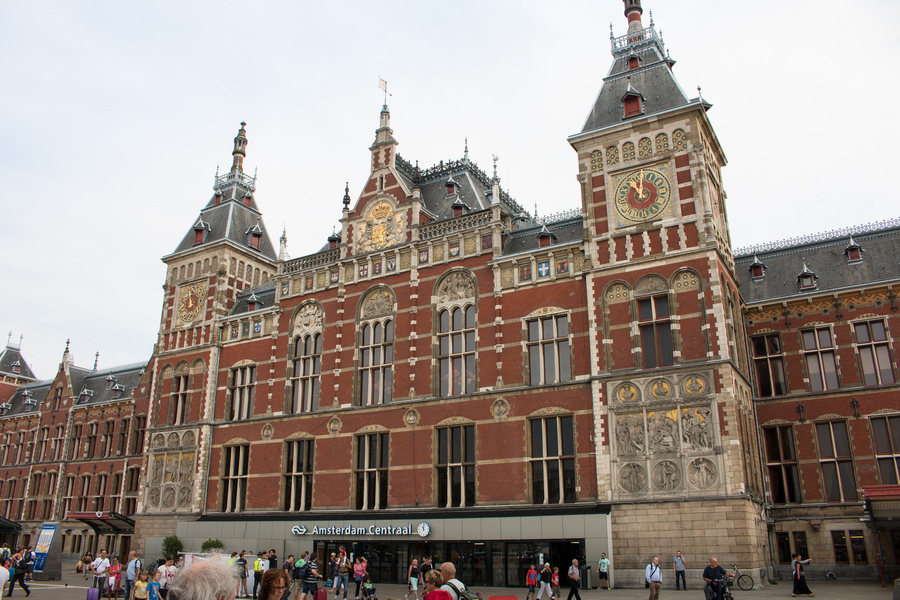 Visiting Amsterdam, Netherlands: Accommodation, Transport ...