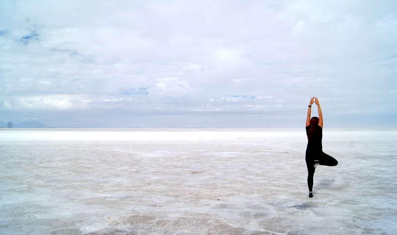 Doing_some_yoga_on_the_salt_flats_in_Bolivia.JPG