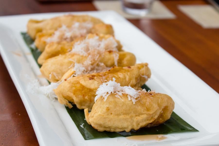 بيسانغ غورينغ من أشهر المأكولات الإندونيسية في بالي